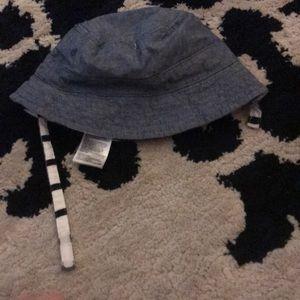 Gap Reversible Bucket Hat